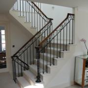 色调唯美的楼梯装修效果图