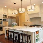 开放式家居厨房吧台