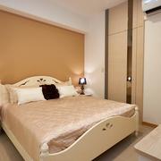 暖色调舒适卧室