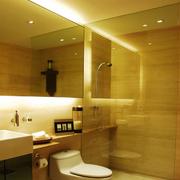 暖色调的卫生间图片