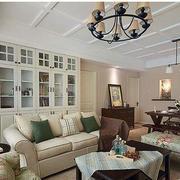 客厅沙发背景书柜