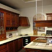 深色的厨房橱柜