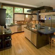 暖色调开放式厨房