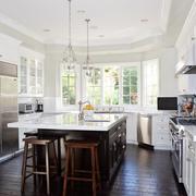 白色温馨的厨房展示