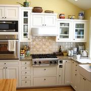温馨的欧式厨房装修效果图