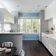 简约时尚的厨房橱柜