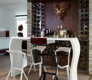 古典精致的褐色吧台设计装修效果图鉴赏