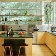 温馨暖色调厨房吧台