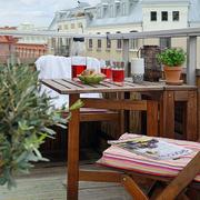 阳台实木餐桌椅