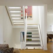 家居白色小楼梯