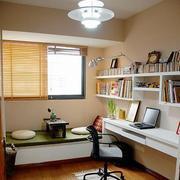 小户型书房墙上置物架