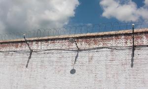 阴暗监狱围墙护栏效果图