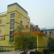 幼儿园整体黄色墙面