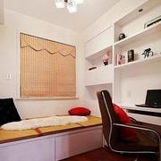 小户型书房白色壁柜