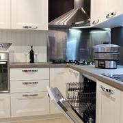 整洁明亮厨房装修效果图