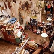 精致小型的服装店