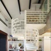 白色时尚的阁楼楼梯