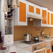 别墅厨房橙色门板