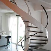 线条优美的阁楼楼梯