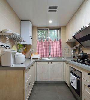 U字型简洁厨房展示