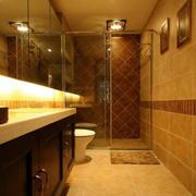 狭窄的家居卫生间