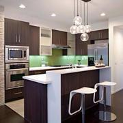 现代精巧的厨房