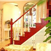 红色靓丽的阁楼楼梯