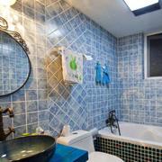 卫生间蓝色瓷砖墙面