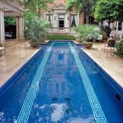 十分大的别墅游泳池
