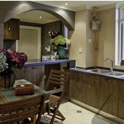 深色系的家居厨房
