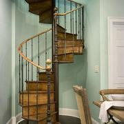 原木色的阁楼楼梯