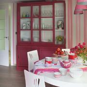 餐厅粉色酒柜欣赏