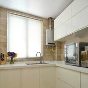 白色简洁的厨房