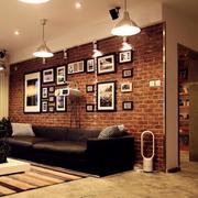 复式楼沙发复古照片墙