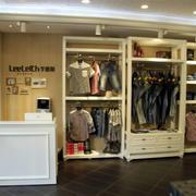 服装店衣柜装饰设计