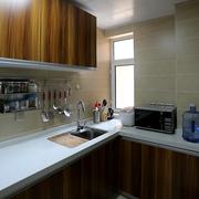厨房深色实木橱柜