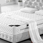 灰白色的卧室床