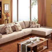 商品房客厅暖色调装饰