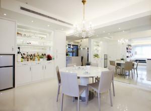 纯净洁白的餐厅