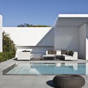 别墅户外游泳池