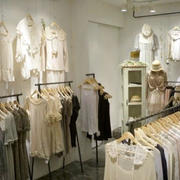 精致现代服装店