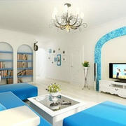 明亮蓝色的客厅