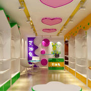 色彩鲜艳的童装店