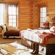 暖色的别墅卧室