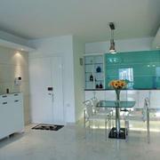 厨房空间白色橱柜