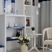 书房白色置物架装饰
