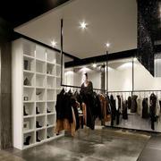 大户型的都市服装店