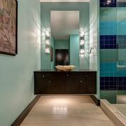 卫生间蓝色墙面