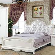 婚房卧室软包背景墙