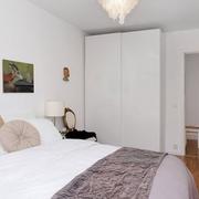 卧室小型白色衣柜欣赏